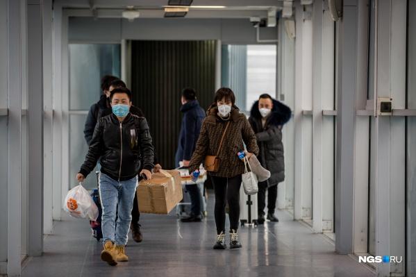 По данным ведомства, вирус не выдерживает температуру выше 40 градусов и не устойчив в окружающей среде