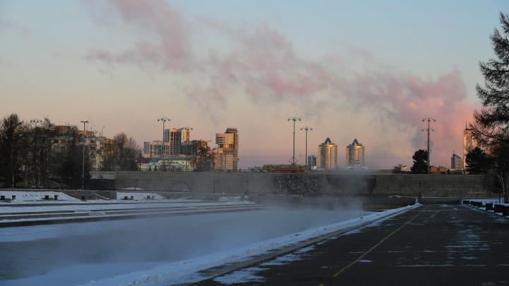Зима пришла: из-за похолодания на улице батареи в квартирах свердловчан стали горячее