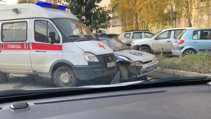 В Екатеринбурге скорая столкнулась с машиной Росгвардии, которая летела на вызов по тревоге
