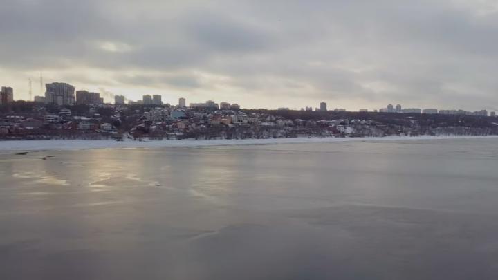 «Лед растаял в середине зимы»: самарский блогер запустил коптер над Волгой