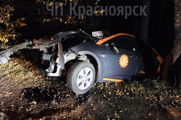 Разбитый автомобиль обнаружили в Академгородке