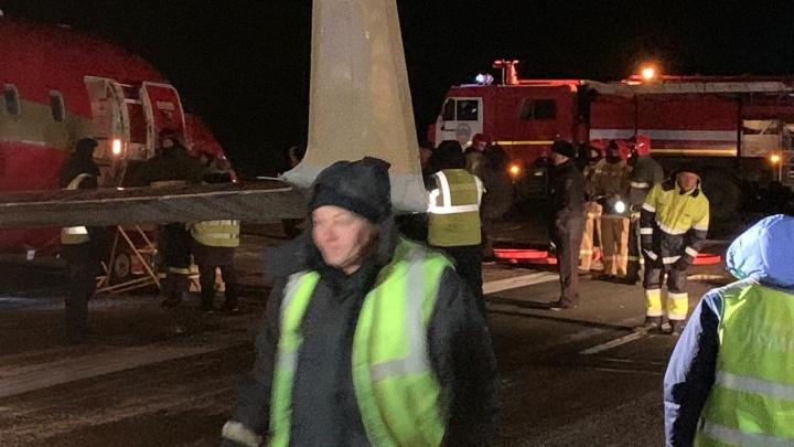 «Как будто слетела резина с шасси»: пассажир рейса Екатеринбург — Томск рассказал о жесткой посадке
