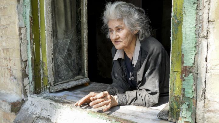 Власти вмешались в историю со слепой пенсионеркой