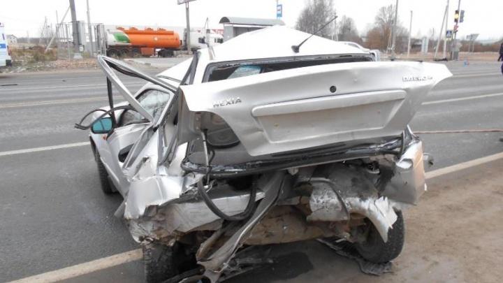 Автомобиль сложился как игрушечный: в Ярославской области «Тойота» смяла «Дэу». Погибла женщина