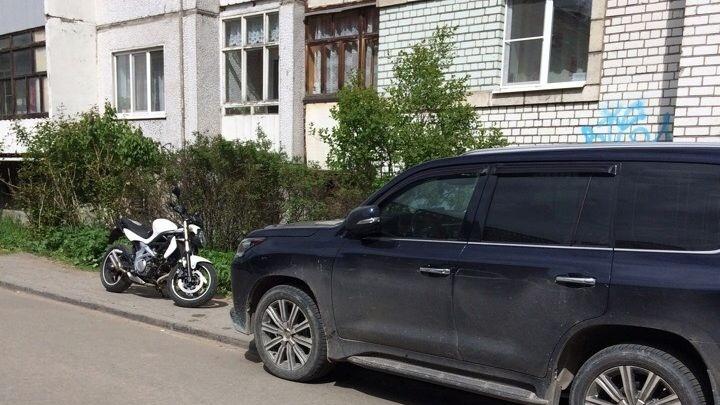 «Я паркуюсь, как чудак»: выбираем самую «чудную» фотографию хамской северной парковки