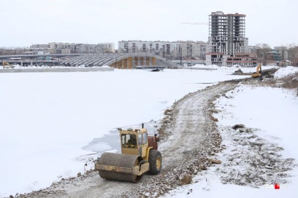 Строительство конгресс-холла на набережной реки Миасс изначально пошло по кривой дорожке
