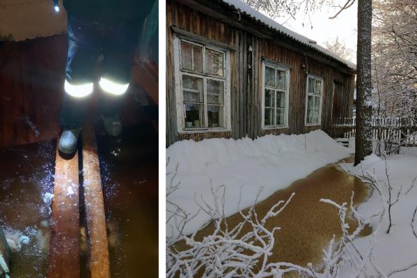 Вода попала внутрь одного из домов