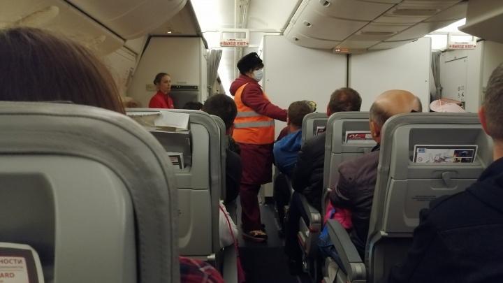 В челябинском аэропорту скорая забрала ребёнка с температурой с борта из Юго-Восточной Азии