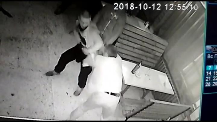 Северодвинец пытался заколоть незнакомца ножом за отказ вместе выпить