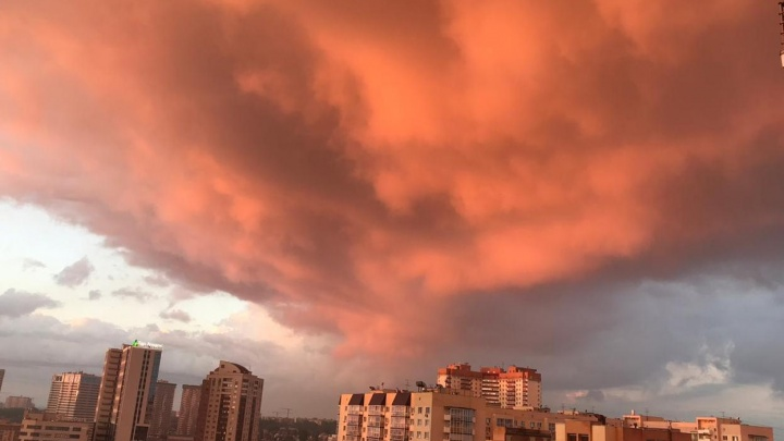 Без фильтров: новосибирцев восхитило красивое небо