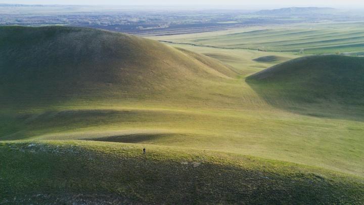 Долгие впечатления: залипаем на снимки и видео с высоты самого необычного хребта Уральских гор