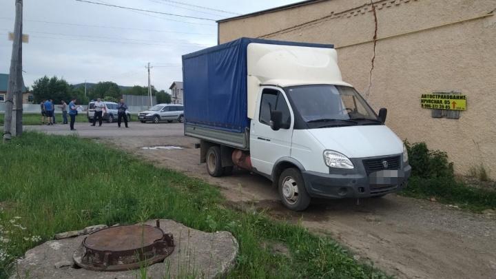 Мама бросила у дома: в Башкирии под колесами «Газели» погибла полуторагодовалая девочка