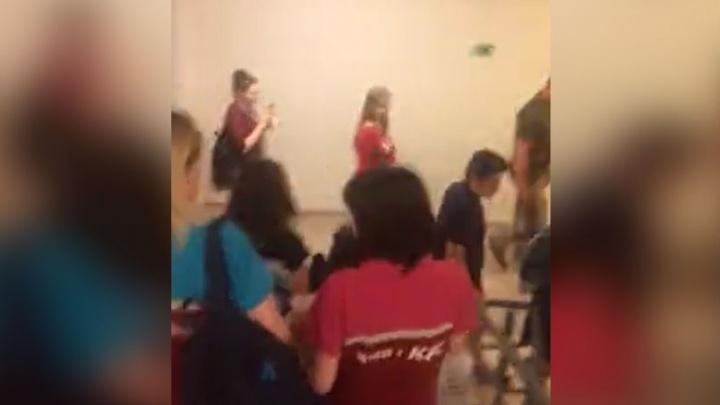 «Бежали, как стадо!» Что произошло в торговом центре «Аура»: видео