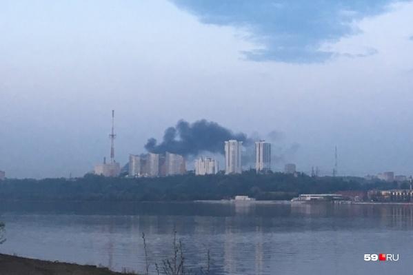 Черный дым над Мотовилихой был виден с правого берега Камы