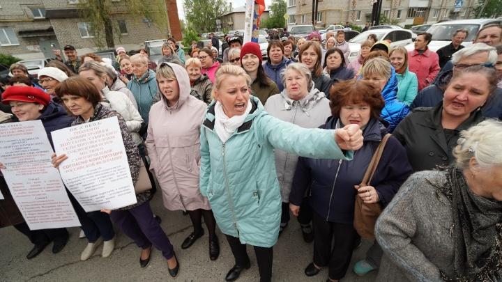 «Верните надежду детям!» Жители Песьянки вышли на митинг против уничтожения ДК Савино