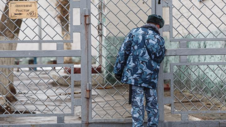 Ограбил и избил: рецидивист из Волжского напал на семейную пару