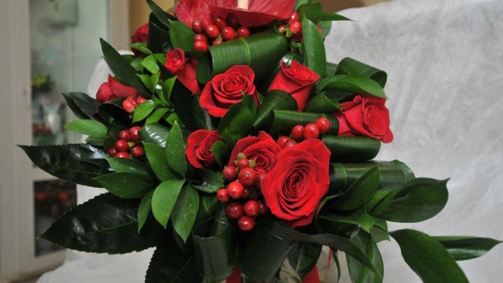 Миллион алых роз: выясняем, сколько цветов можно купить любимой, если продать квартиру в Омске
