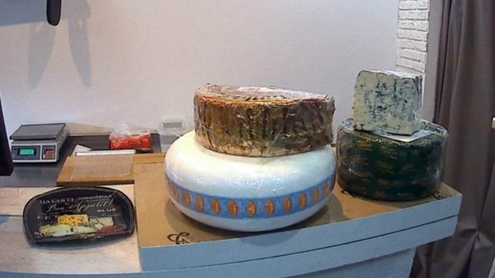 Санкционка с душком: в Ярославле фирменный магазин продавал испорченный сыр