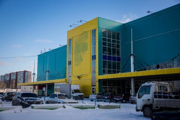 Вывески на здании уже нет, но руководство утверждает, что всё работает