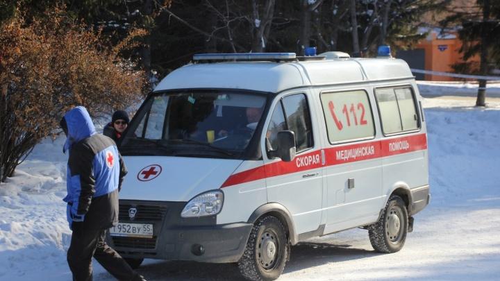 На Красноярском тракте омичка за рулём Toyota Vitz насмерть сбила мать троих детей