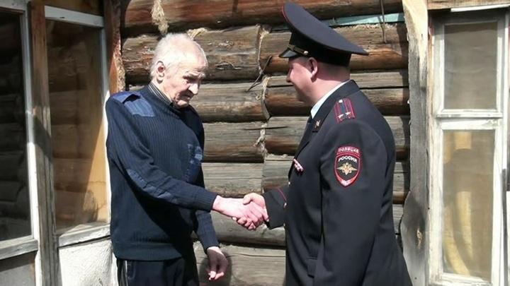 Свердловские полицейские вернули потерянный орден сыну фронтовика