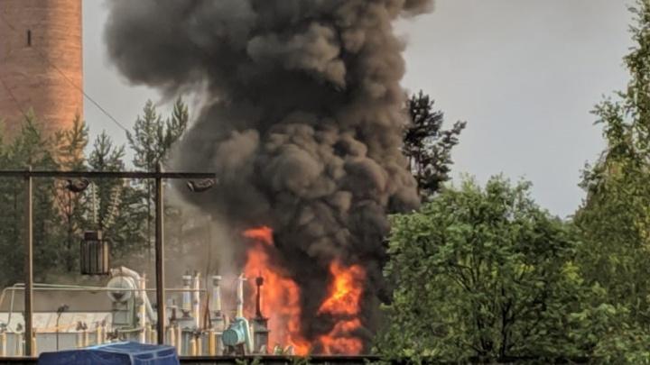 Под Режом молния ударила в электроподстанцию, и она загорелась