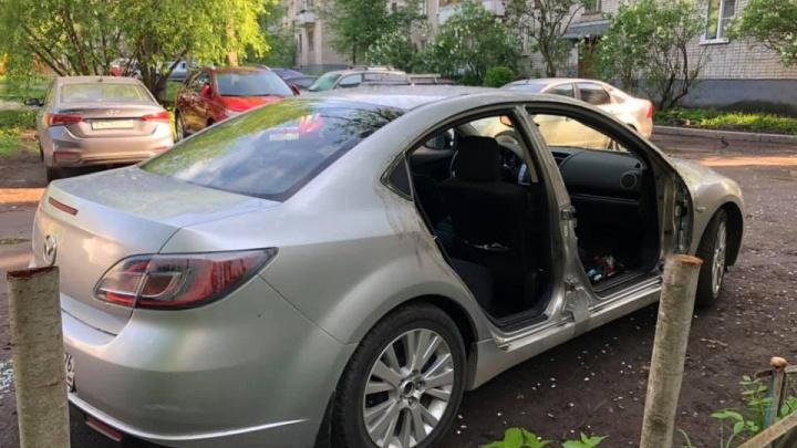 """«У моей любимой """"Мазды"""" украли двери»: ярославец ищет автоворов"""