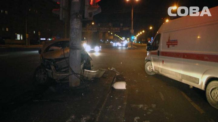 В жуткой аварии на Токарей пострадали два человека