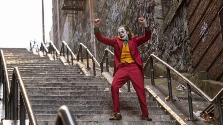 Нашествие книжных маньяков, шоу альпинистов и ухмылка Джокера: 13 идей для тёплого уик-энда