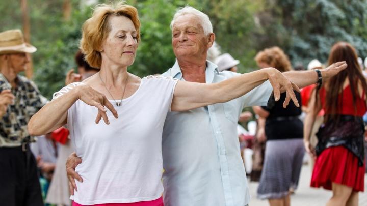 «Есть ещё порох в пороховницах!»: волгоградские пенсионеры зажгли под ретро