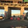 В Челябинске под мостом возле «Алмаза» без предупреждения перекрыли полосу движения