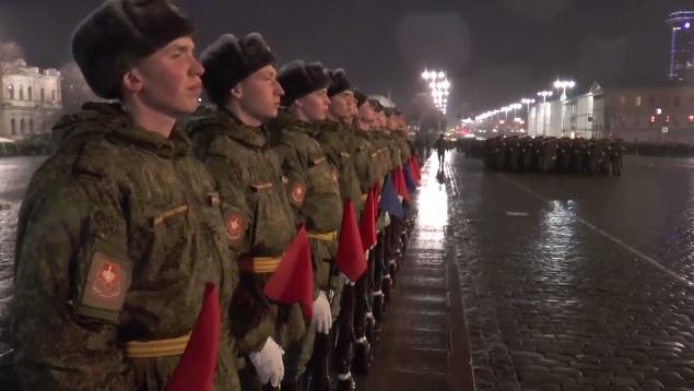 Марш в прямом эфире: смотрим репетицию парада в центре Екатеринбурга
