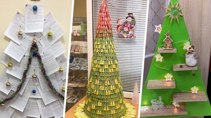 Елка-полка, елка-сахар и елка-документ: как екатеринбуржцы украсили рабочее место к Новому году