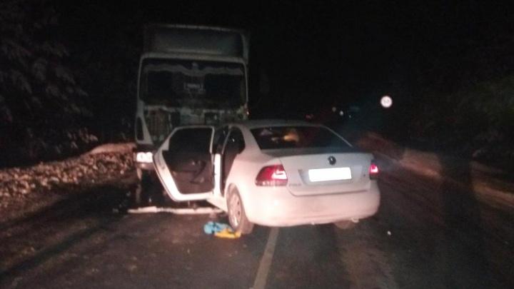 Легковушка столкнулась с грузовиком: семья из Нягани попала в ДТП в Тюменской области
