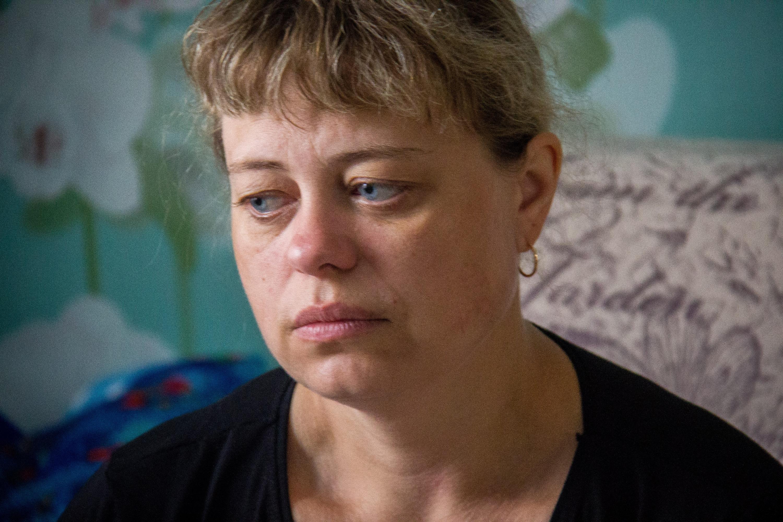 «Душа рвётся»: как живёт мама детей, погибших в Колывани