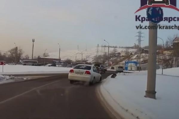 За рулем сломавшейся машины оказалась девушка