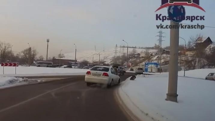 Водитель выложил ролик с отваливающимся на ходу колесом и был осуждён за равнодушие на дороге