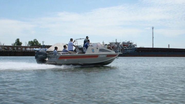 Спасатели вытащили из Дона двух подростков, которых уносило течением