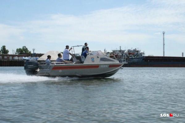 Спасатели на водах ежедневно патрулируют Дон