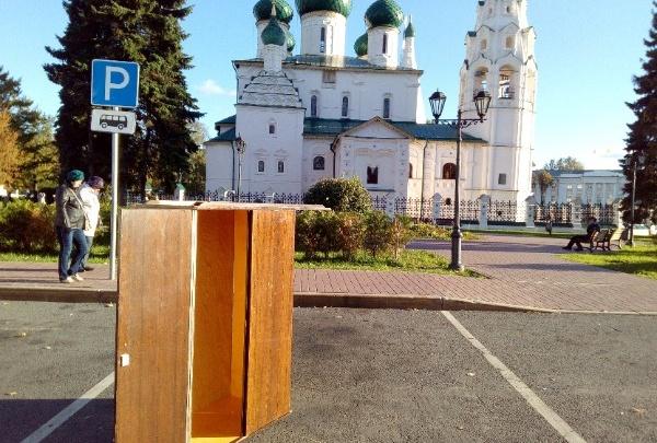 В центре Ярославля появился шкаф для каминг-аута: зачем и кто его поставил