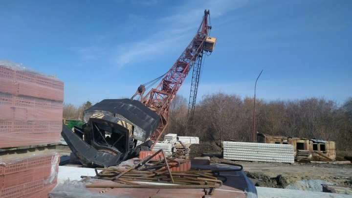 В Омске вновь упал башенный кран —крановщик в тяжелом состоянии