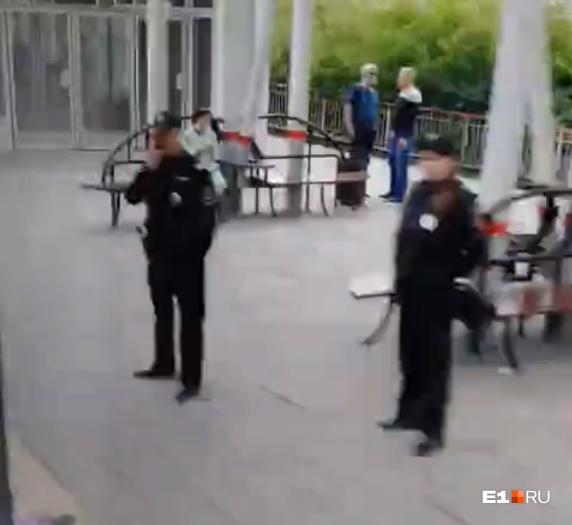 На месте сейчас работает полиция