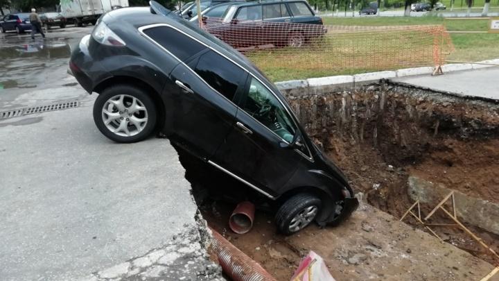 Сорвал ремонт теплосетей: стали известны подробности ДТП с участием Mazda в Новокуйбышевске