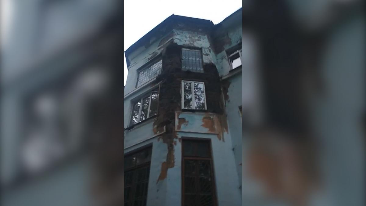 С улицы горбольница Златоуста больше напоминает декорацию к фильму ужасов