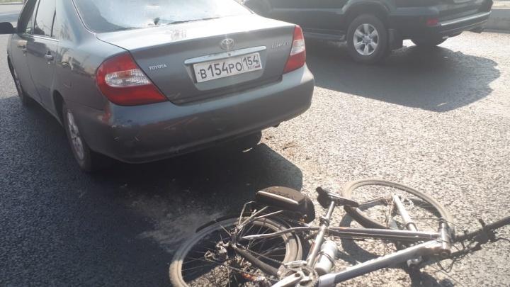 Велосипедист разбил стекло «Тойоте»на Димитровском мосту