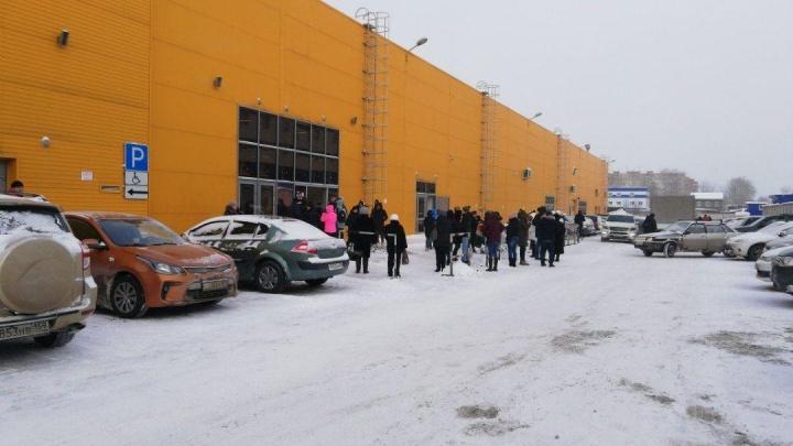 В Перми эвакуировали посетителей гипермаркета «Лента» на Героев Хасана