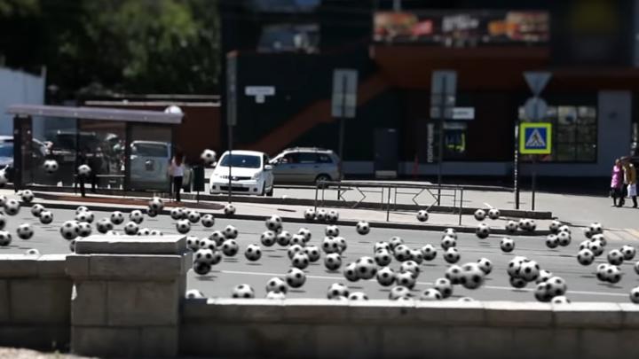 Сотни мячей прокатились по Полевой: в сети появился ролик о мундиале в Самаре