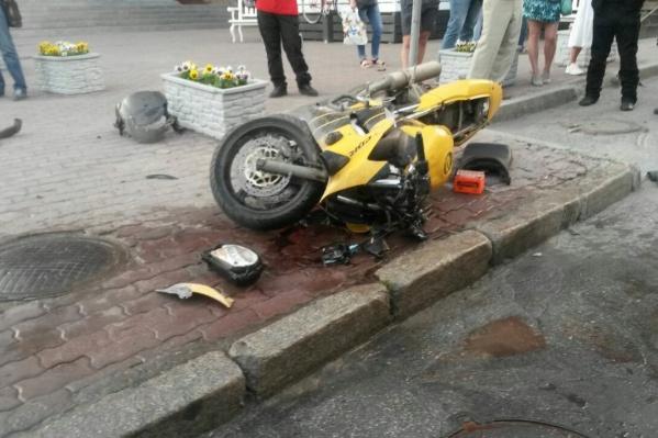 Мотоцикл разбился вдребезги