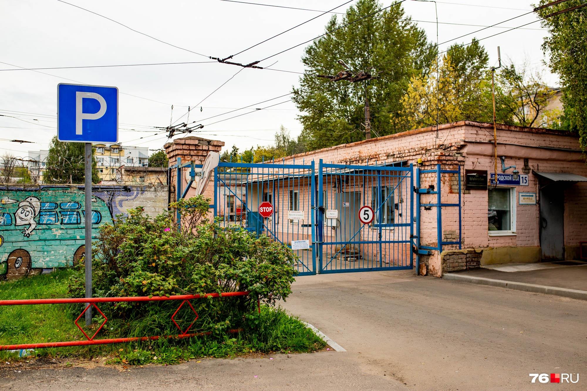 Троллейбусное депо №1 занимает солидную площадку на улице Городской вал