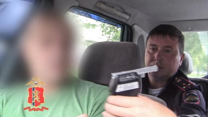 Водитель ПАЗа сел за руль пьяным и повез работников детского лагеря на работу